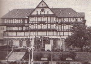 Aus Autorenkollektiv: Architekturführer DDR - Bezirk Suhl, Berlin 1989