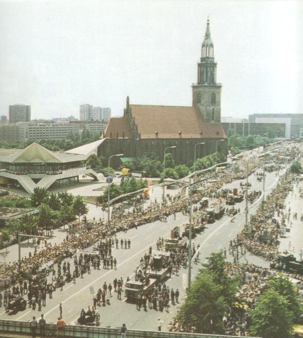 Aus Autorenkollektiv: Berlin heute, Berlin 1988