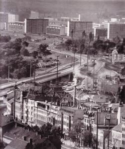 Zwischen Halle und Halle-Neustadt (aus Große, Gerald/Steinmann, Hans-Jürgen: Zwei an der Saale – Halle – Halle-Neustadt, Leipzig 1979)