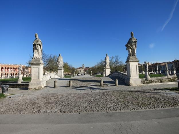PratoDellaValleBrückeSkulpturenPadova
