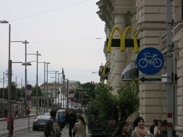 McDonald'sSchwarzenbergplatzSowjetischesEhrenmal