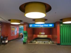 U-BahnhofFehrbellinerPlatzBerlinLampen