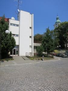 BzenecgebäudePlatzseite