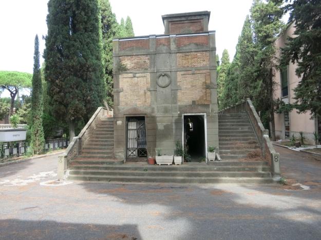 CimiteroDelVeranoBacksteingebäude