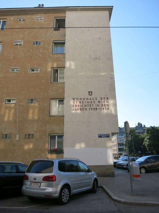 GemeindebauMildeplatzAufschrift